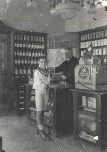 Lindwurm Apotheke Karl Kadlez und Sohn Otto Kadlez